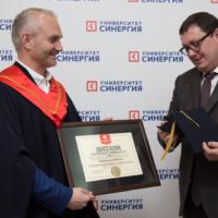 Несколько лучших бизнес спикеров России стали почетными профессорами Университета Синергия. Вручение диплома почетного профессора Университета