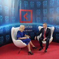 Павел Астахов после выступления делится впечатлениями со зрителями Synergy TV